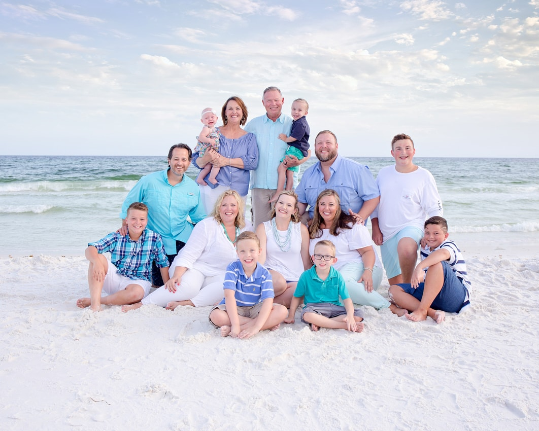 large group family photograp in Destin FL