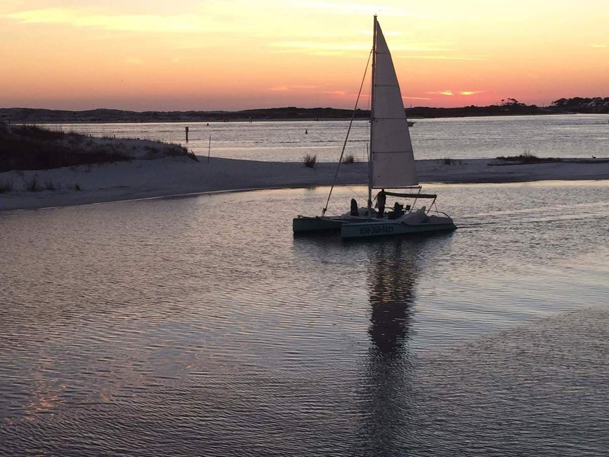 Sunset sailing in Destin - Romantic things to do
